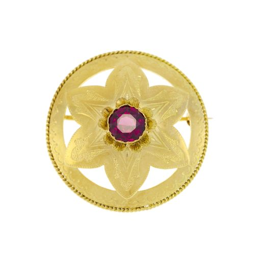 Broche rosace années 1940 50 or 750 gravé sertie en son centre d'un grenat rhodo…