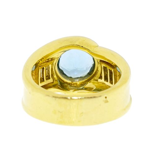 Bague or 750 sertie d'une aigue marine taille rond épaulée de diamants taille ba…