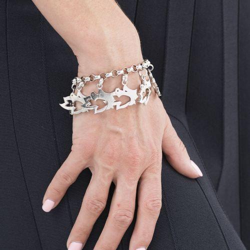 Marina B, bracelet argent retenant des charms ajourés, signé, numéroté 5105001, …