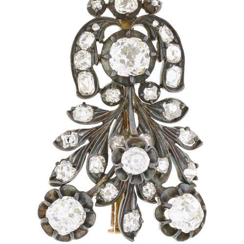 Broche bouquet XIXe s. Or et argent sertie de diamants taille ancienne, h. 3.4 c…