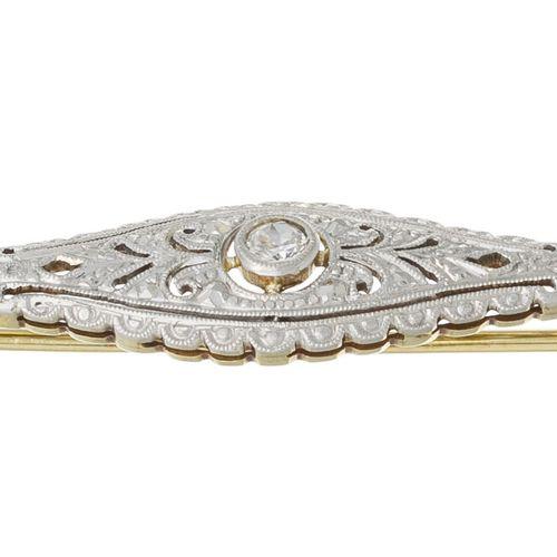 Broche début XXe s., 2 ors 585 sertie d'un diamant taille brillant, long. 5.8 cm