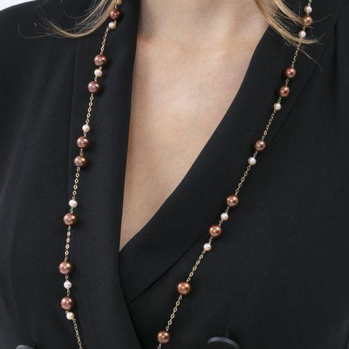 Sautoir or 750 retenant des perles de culture chocolats et blanches, long. 94 cm