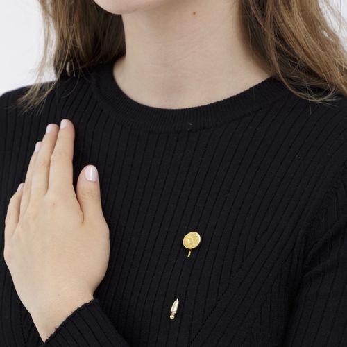 Épingle or 750, tête de l'épingle gravée d'un profil féminin et sertie de diaman…