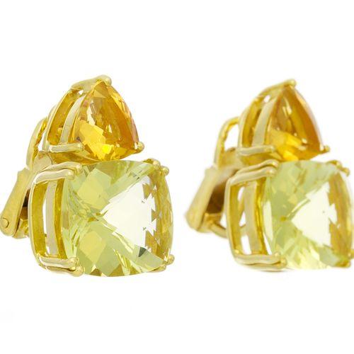 Paire de clips d'oreilles or 750 sertis de quartz lemon taille coussin surmontés…