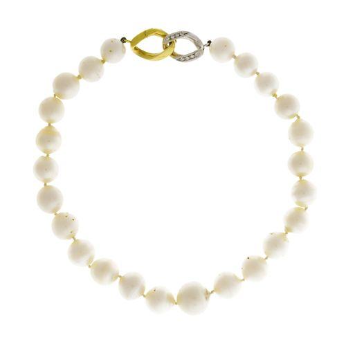 Collier 1 rang de perles de culture blanches, fermoir 2 ors 750 serti de diamant…