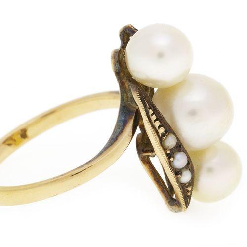 Bague or rose 585 décorée de perles de culture blanches et de demi perles, doigt…