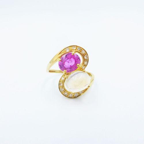 Bague or 750 sertie d'une pierre de lune et d'un saphir violet taille ovale reha…