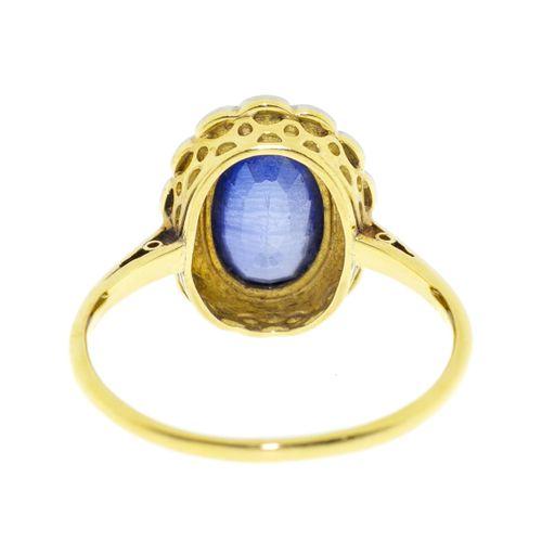 Bague XIXe s., 2 ors 750 sertie d'un saphir taille ovale entouré de diamants fac…