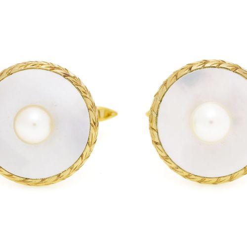 Paire de boutons de manchettes métal doréet nacre décorés de perles de culture …