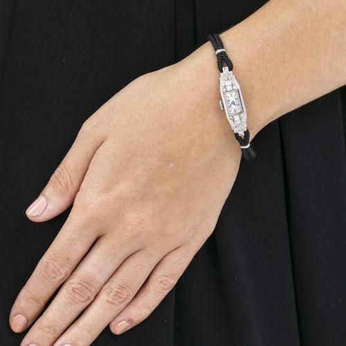 Montre Art Décoen platine sertie de diamantsMouvement: mécanique, 17 rubisBoîte…