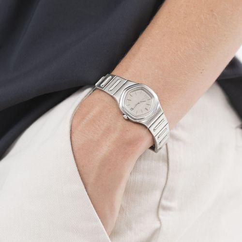 Jaeger LeCoultre, montre bracelet en acier avec indication de la date, années 19…
