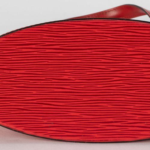 Louis Vuitton, sac Saint Jacques PM en cuir épi rouge, housse, 23x24 cm