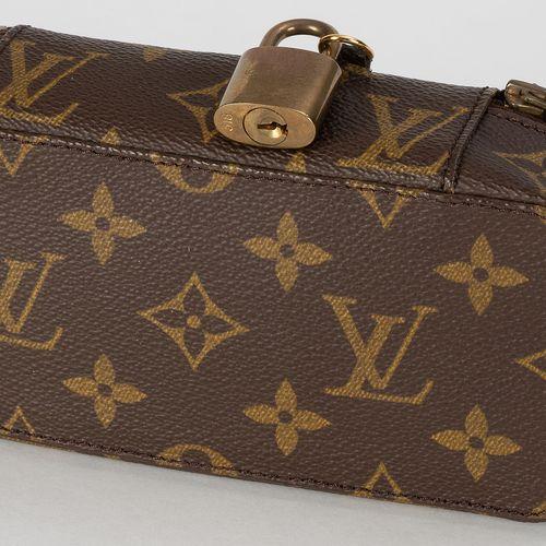 Louis Vuitton, pochette Bijoux en toile enduite Monogram, cadenas avec 2 clefs, …