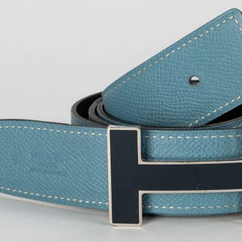 Hermès, boucle H allongé en métal palladié et émail bleu nuit, ceinture en cuir …