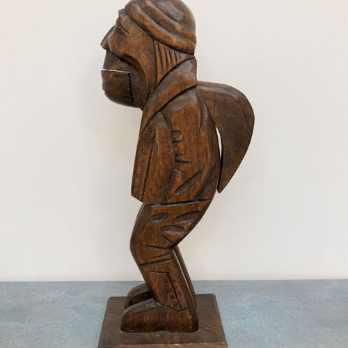 CASSE NOIX en bois sculpté figurant un paysan. Art populaire, XXe. Haut. 32.