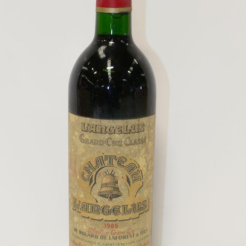 1 Btle Château Angélus 1985 GCC Saint Emilion 胶囊标记的脏标签 专家:Emilie et Robert Gorre…