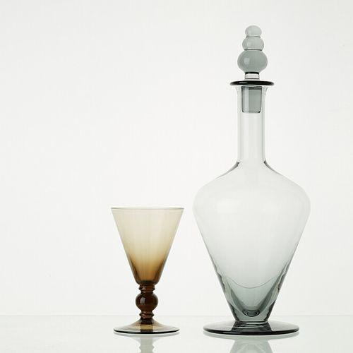 Lot comprenant:   1 carafe LIGNE ANTIQUE et son bouchon acier   5 verres à pied …