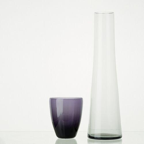 Lot comprenant:   6 verres MYRTILLE translucides H: 12cm   1 carafe en verre tra…