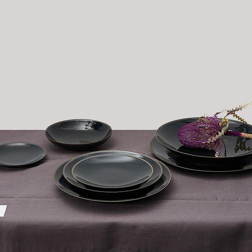 LIGNE ONYX Ensemble comprenant:   2 coupelles   1 plat creux   1 petite assiette…