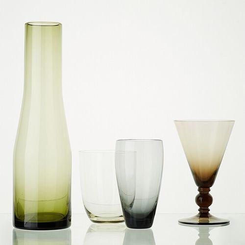 Lot comprenant:     1 carafe WAGON translucide H: 28cm     3 verres modèle ANTIQ…
