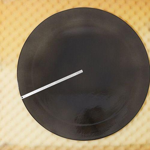 Rondeau en grès fine noir effet dégradé Les pièces composant le lot susnommé pe…