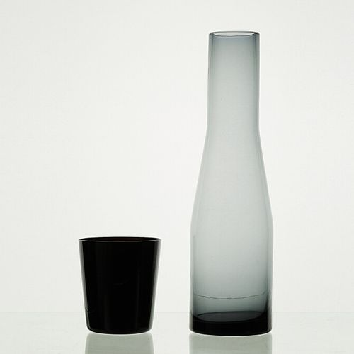 Lot comprenant:   1 carafe ANTHRACITE translucide   5 verres ONYX H: +/ 9cm