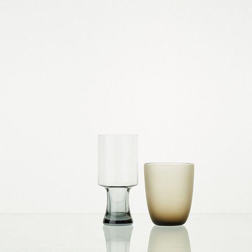 Lot comprenant:   1 carafe à décanter WENGE fumé H: 24cm   1 verre WENGE fumé H:…