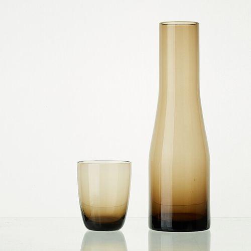 Lot comprenant:   1 carafe WENGE translucide H: 28cm   8 verres WENGE translucid…