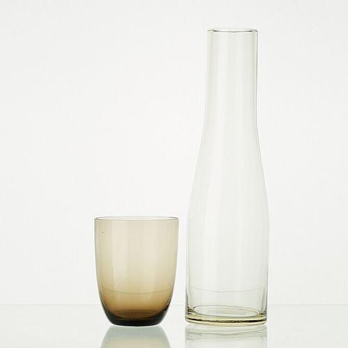 Lot comprenant:   6 verres WENGE translucides H: 10cm   1 carafe en verre BLANC …