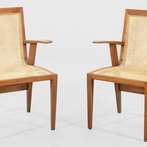 Paire de fauteuils de Fritz Jaenecke Kirschbaum. Cadre droit sur de hauts pieds …