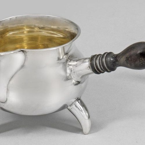 Spätbiedermeier Butterpfännchen Silber. Von drei konischen Beinen getragener, ge…