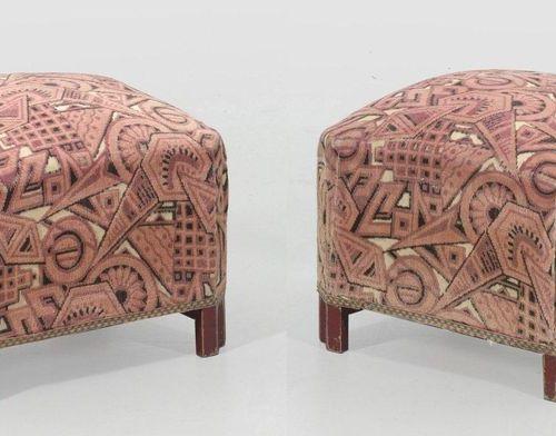 Paar Art Déco Tabourets Holz, dunkelrot lackiert. Quadratischer Korpus mit schrä…
