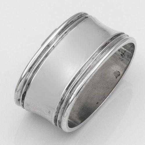 Serviettenring Silber. Breite, mittig eingezogene Bandform mit zweifach kannelie…