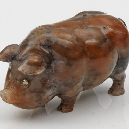 Pig in the style of Karl Fabergé. With wooden box. Jasper, cut and polished. Ful…