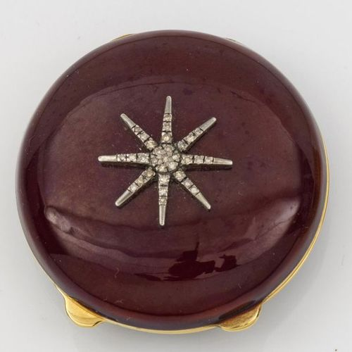 Pillbox in the style of Karl Fabergé. Silver, fully gilded and partly enamelled.…