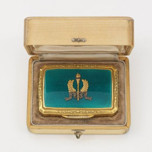 Tabatiere in the style of Karl Fabergé. With wooden box. Silver, gilded and part…