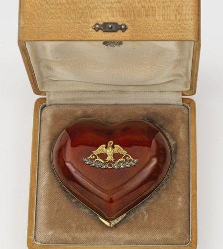 Heart box in the style of Karl Fabergé. With wooden box. Silver, gilded and enam…