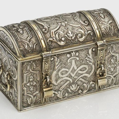 Rare miniature chest Silver, partly gold plated. Chest shaped with rounded lid a…
