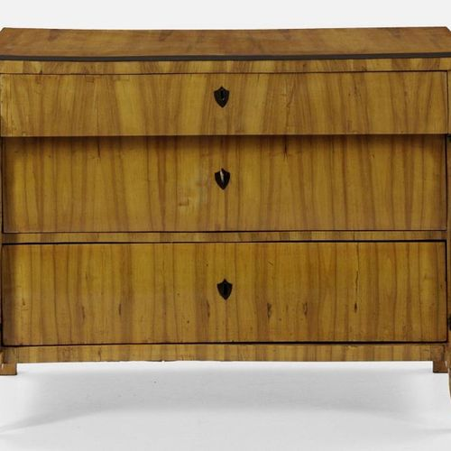 Large Biedermeier chest of drawers Walnut, veneered and partially ebonised. Stra…