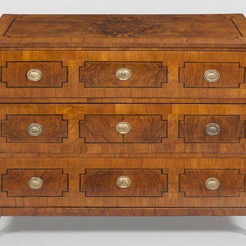 Large Louis XVI chest of drawers Walnut, veneered. Straight, transversely rectan…
