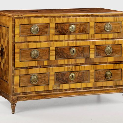 Louis XVI chest of drawers Walnut, veneered. Straight body on narrow profile fra…