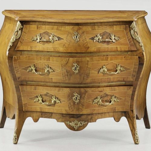 Rococo dresser Walnut, veneered. Body strongly cambered on three sides, flanked …