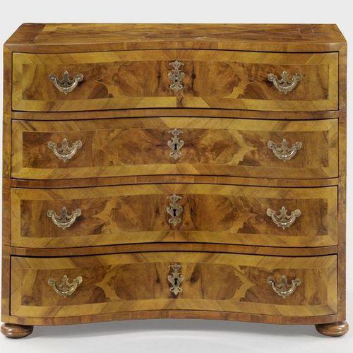 Baroque chest of drawers Walnut, veneered. Straight, rectangular body on pressed…