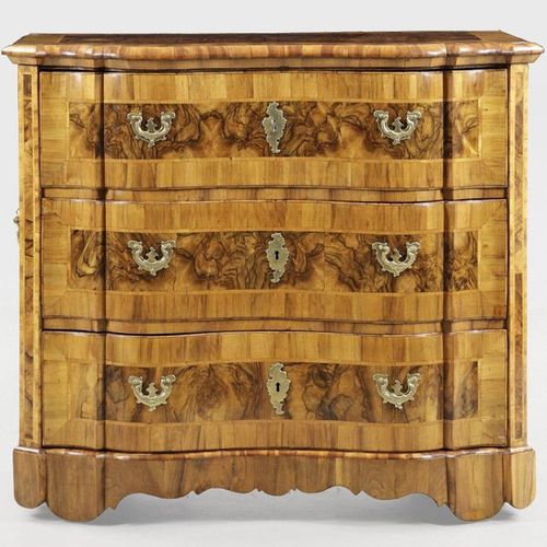 Large baroque chest of drawers Walnut and walnut burl, veneered on oak. Straight…