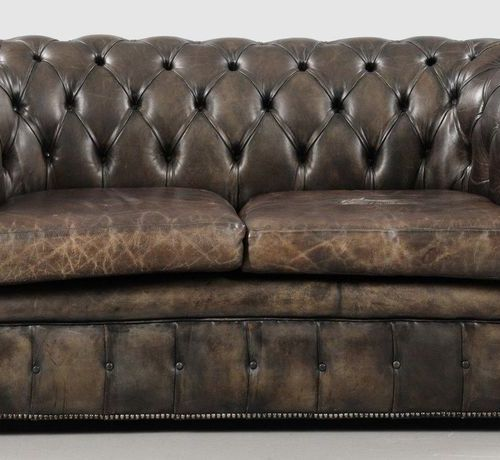 Chesterfield sofa Dark green brown leather. Straight frame on wheels. Wide round…