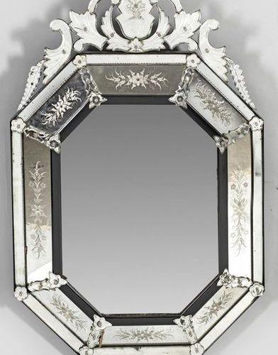 Venezianischer Wandspiegel Geschliffenes Spiegelglas und ebonisiertes Holz. Kiss…