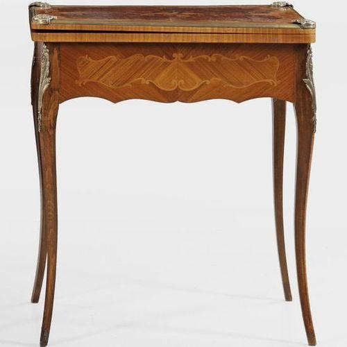 Louis XV Spieltisch Palisander und Rosenholz, furniert. Passig geschweifter, ein…