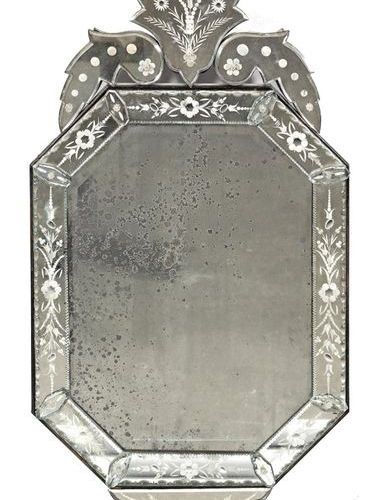 Venezianischer Wandspiegel Teilw. Floral ornamentiertes Spiegelglas auf Holzkorp…