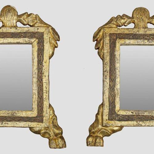 Paar kleine Louis XVI Wandspiegel Holz, geschnitzt, gefasst und vergoldet. Recht…