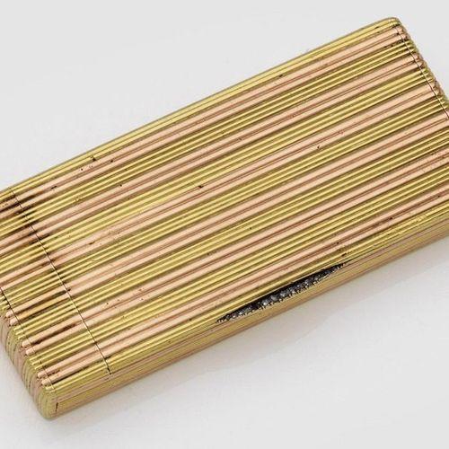 Feines Fabergé Zigarettenetui Rot und Gelbgold à deux couleurs. Rechteckig mit f…